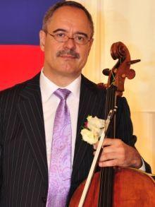 Slovák, čo svojou hrou na violončelo očaril thajského kráľa