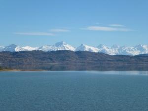 Jazero Šaori a pohorie Kaukaz