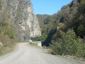 Cesta naprieč skalami