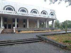 Ruina v strede mesta.