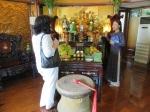 Obetný oltár vo firme pána Ho Huy.