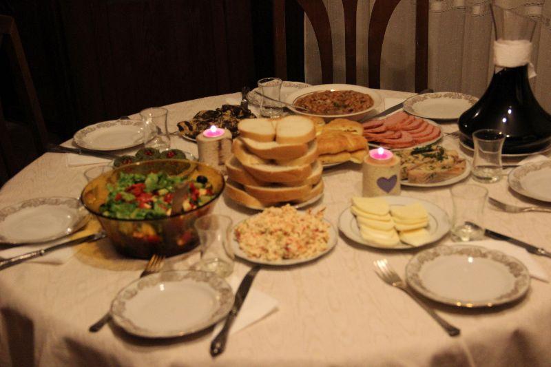 Bohato prestretý stôl