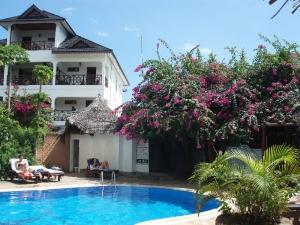 Hotelový bazén II