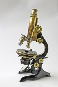 Mikroskop, symbol vedy
