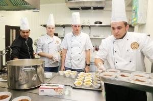 Študenti v kuchyni